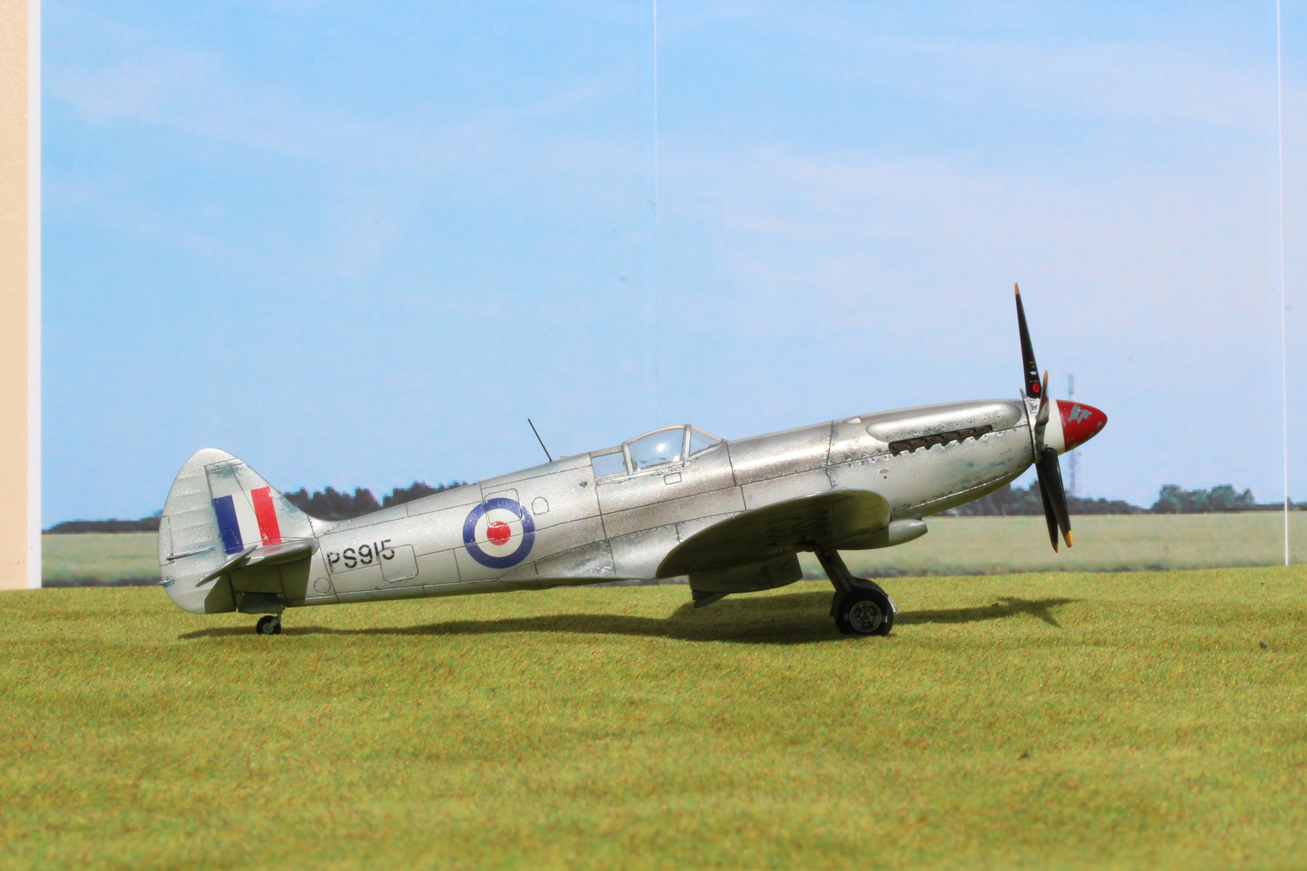 Initial picture - Spitfire Mk XIX